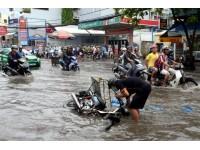 49 tuyến đường TP.HCM ngập do mưa, triều cường
